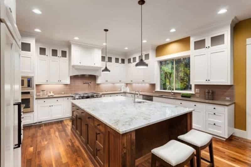 Cabinet Refacing vs New Cabinets – Here's How to Decide