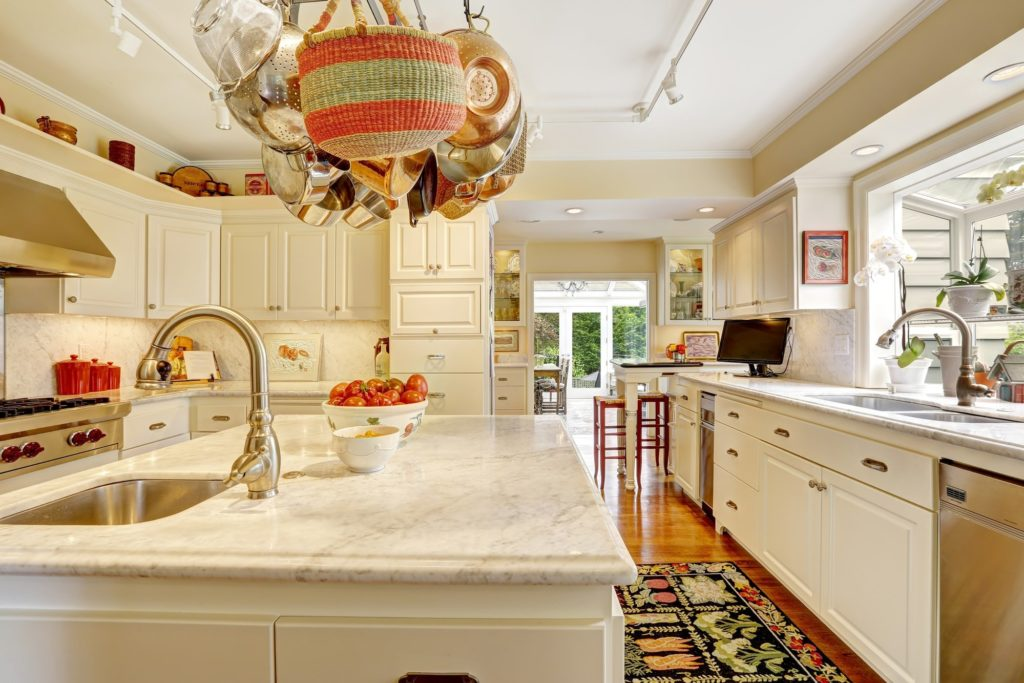 10 Terrific Tips for Decluttering Your Home's Kitchen Counters