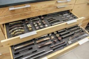 Cabinet Pulls display